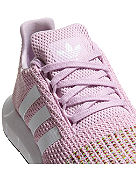 Swift Run Sneakers Frauen