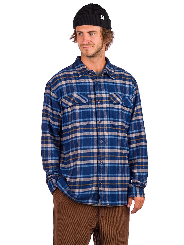 Artikel klicken und genauer betrachten! - Patagonia Fjord Flannel Shirt für Herren - ein wärmendesFlanellhemd aus Bio-BaumwolleDas dicke, flauschige und sehr bequeme Patagonia Fjord Flannel Shirt ist ein klassisches Hemd für kalte Tage. Es besteht aus weichem, langfaserigem 159 g/m² Flanell aus 100 % Bio-Baumwolle und hält dich jederzeit warm. Zwei aufgesetzte Brusttaschen mit Knopfklappen und verstellbare 2-Knopf-Manschetten machen auch dich zum Lumberjack. | im Online Shop kaufen