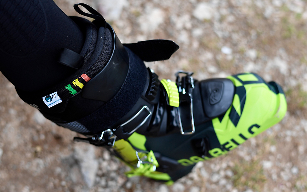 Wrap liner and shell of a Dalbello ski boot