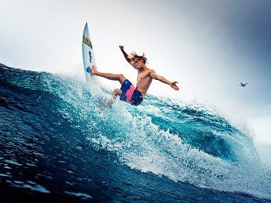 Jonas Bachan riding the waves