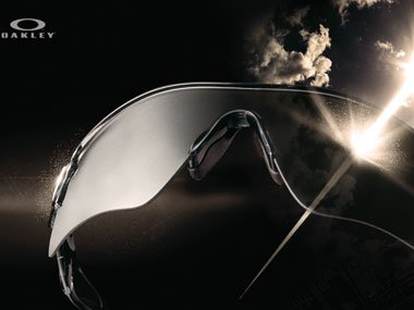 Transitions® SOLFX™ Photochromic Technologie für Sonnenbrillen von Oakley