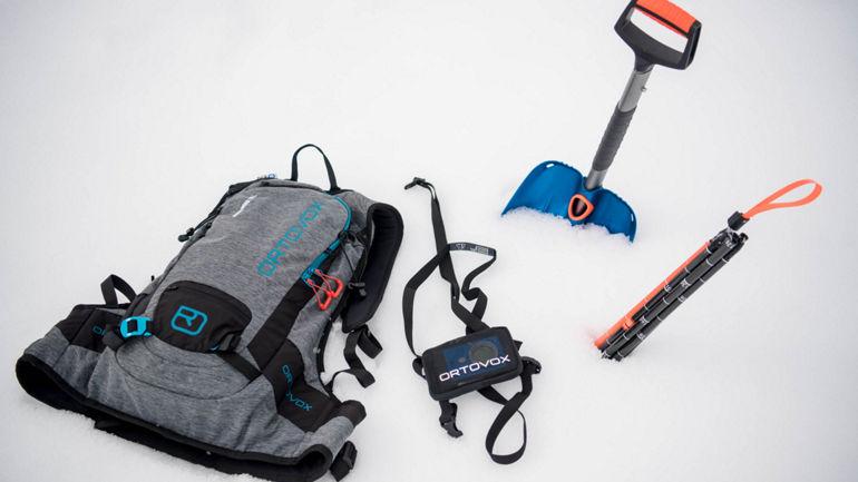 Equipo para travesías, mochila, sonda, pala y dispositivo ARVA de Ortovox