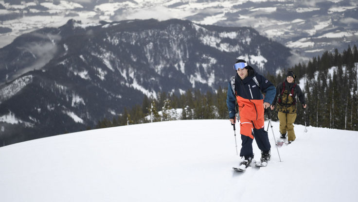 Splitboarding in breathable outerwear