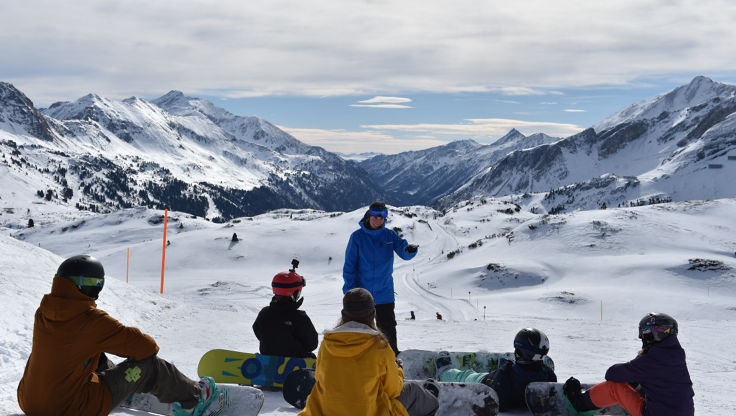 Group of beginners at the Blue Tomato Snowboard School in Obertauern