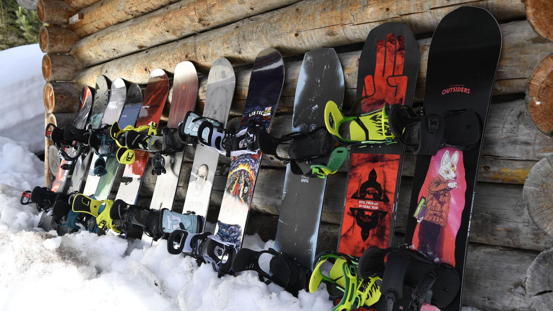 Snowboards of different lengths from Capita, Bataleon, Ride, Lib Tech, Burton, Nitro and GNU