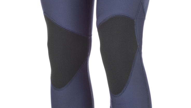 Reinforced knees - to protect your knees and your wetsuit