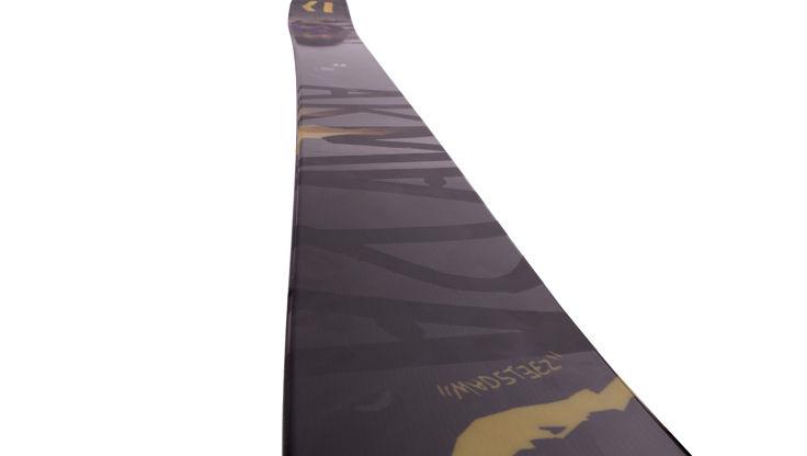 Freeride ski showing the sidecut