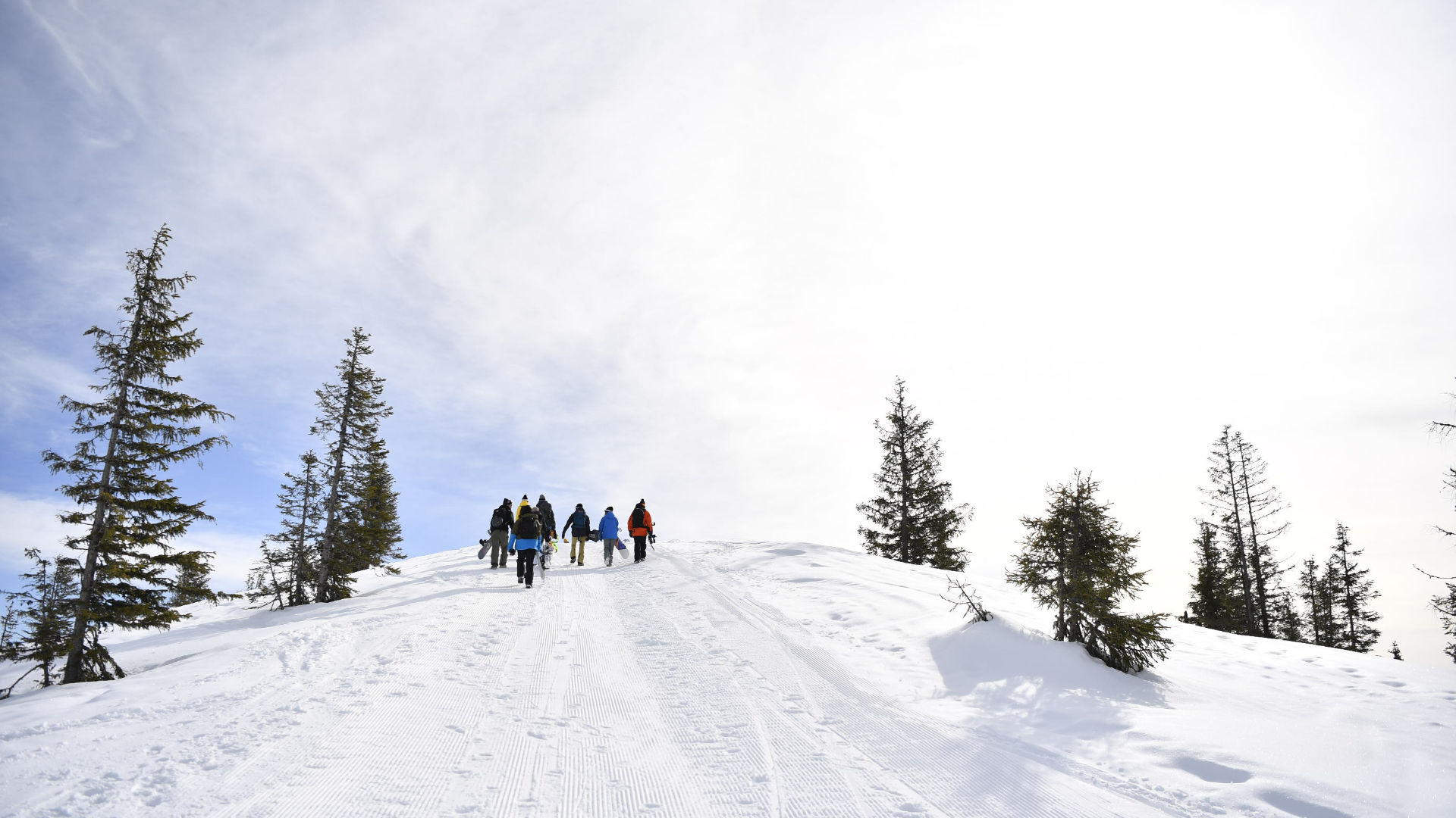 Sunny and partly cloudy conditions in the mountains
