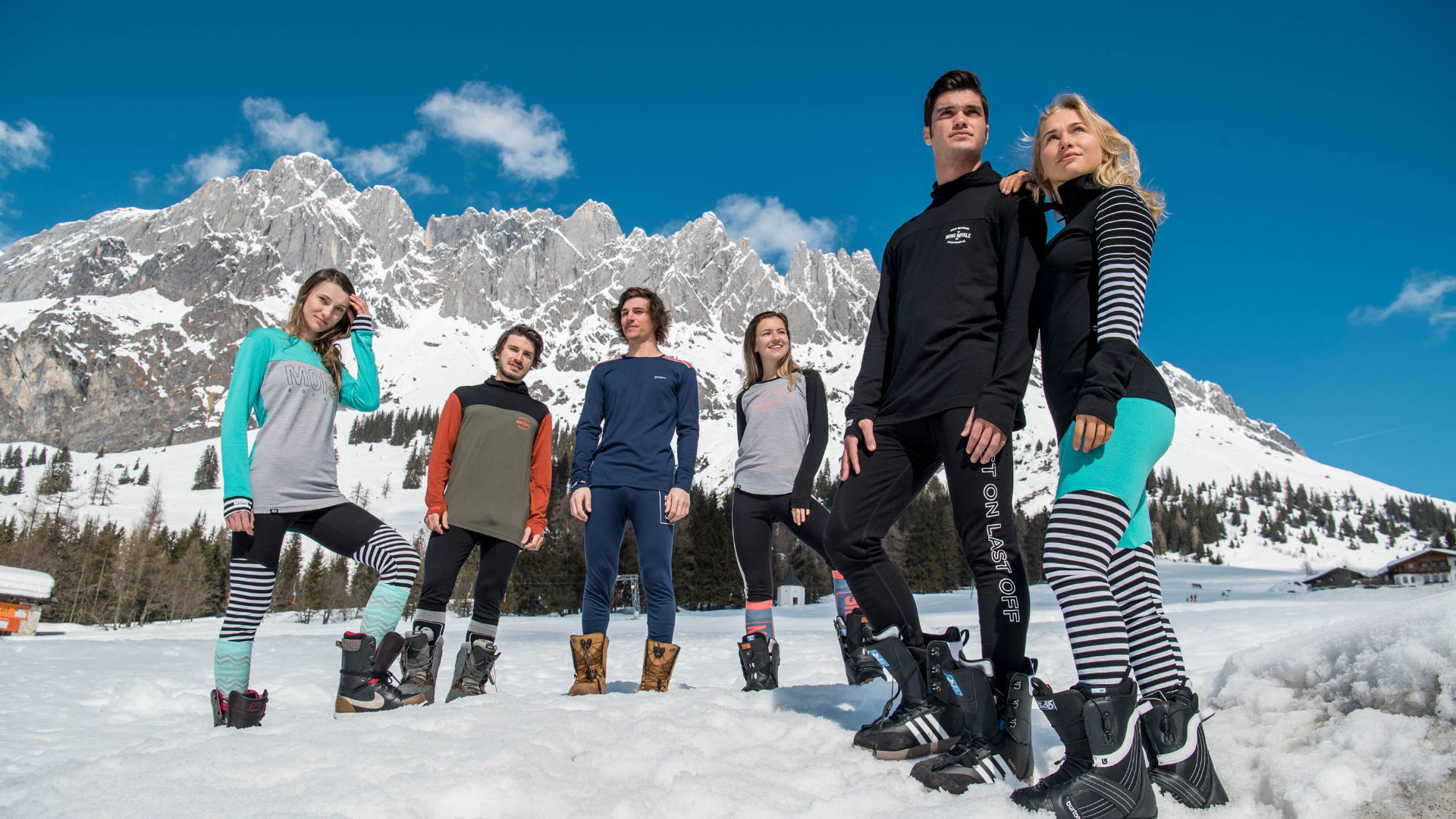 Snowboarders outside in Hochkeil with merino baselayers from Mons Royale