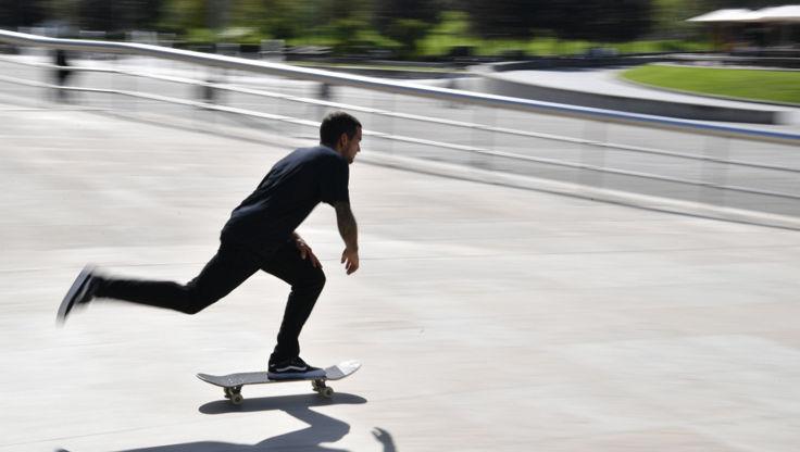 Pushing a skateboard in fast in Spain