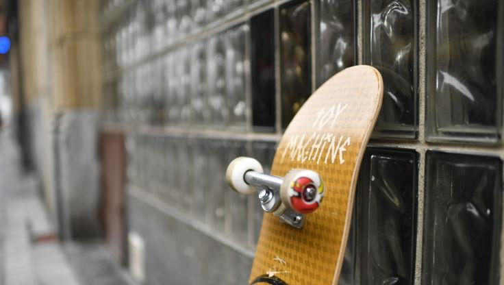 Complete skateboard showing wheels, trucks and bearings