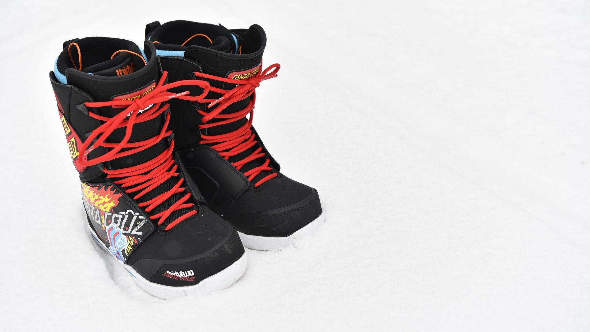 Thirtytwo Lashed Santa Cruz Collab Boots mit traditioneller Schnürung