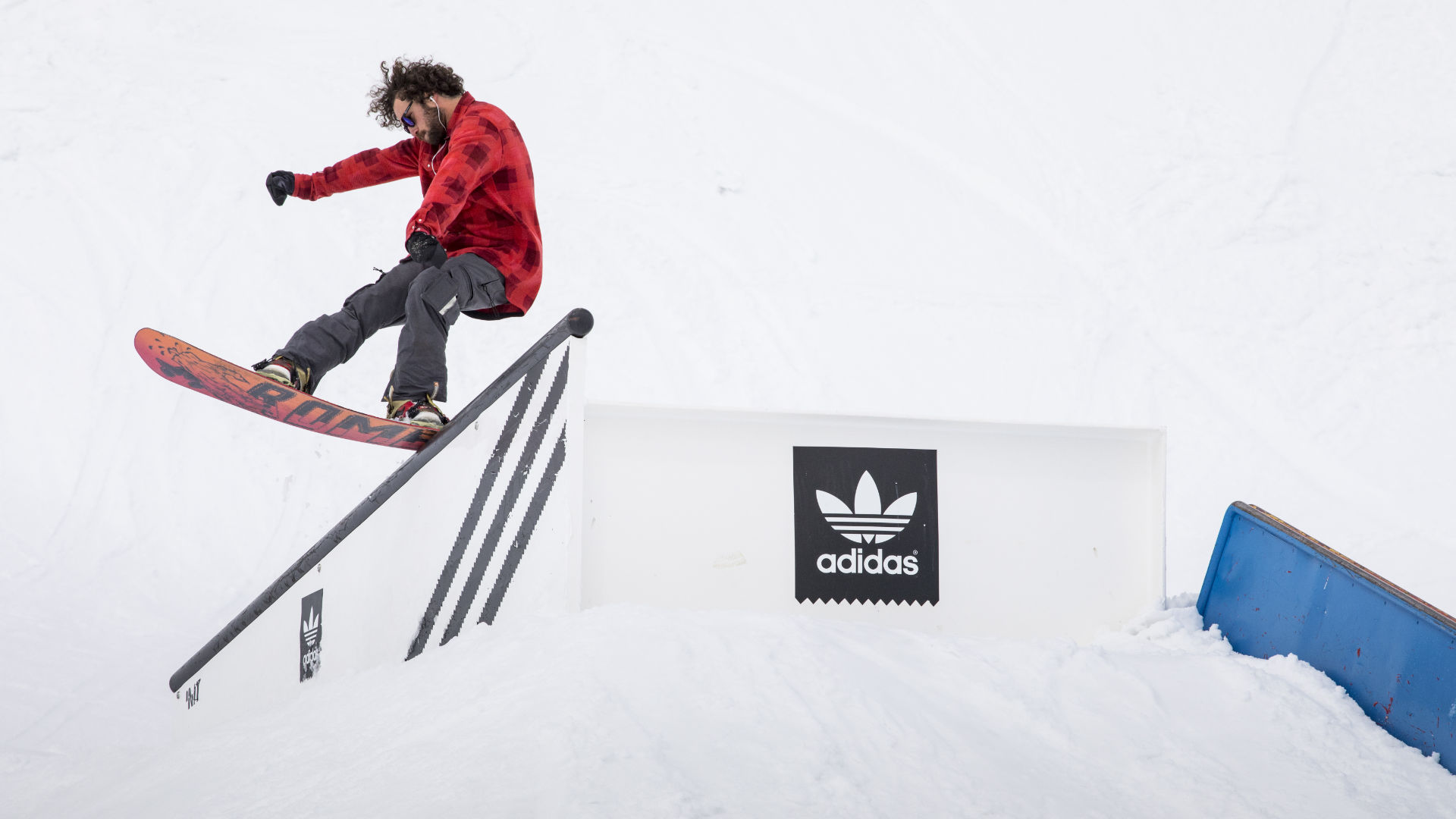 Michael Mayer pressing a tail slide in Nordekette Innsbruck with soft boots