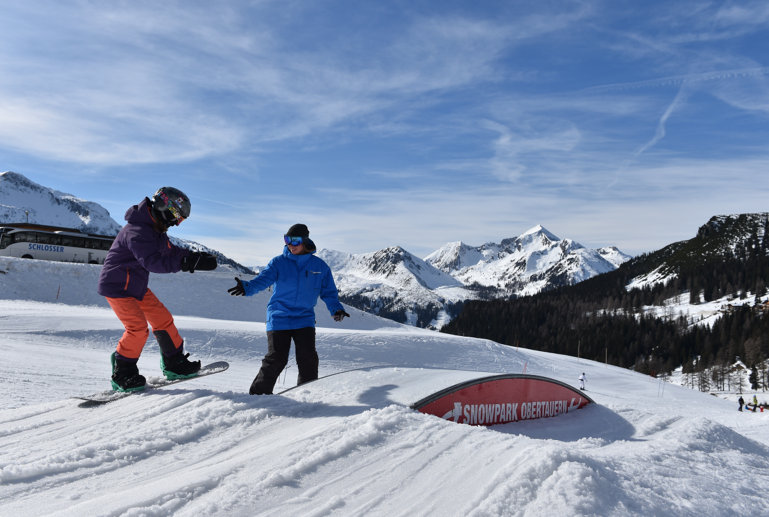 Snowboard freestyle practise over the box