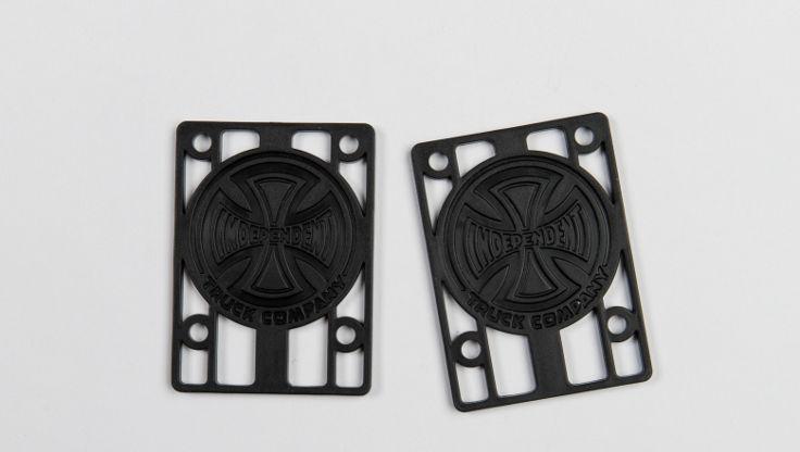 Riser pad del marchio Independent permettono l'utilizzo di ruote più grandi